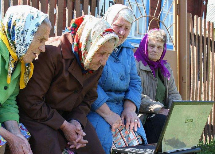 Бабушки и ноутбук.
