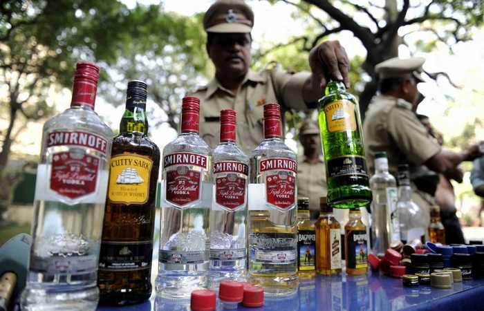 Изъятие контрабандного алкоголя.
