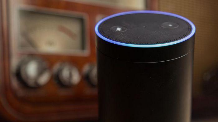 Смарт-динамик Alexa - это радиоинформатор.