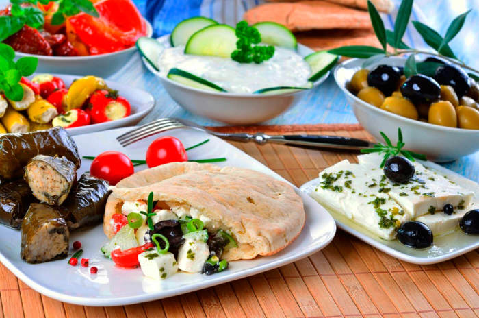Греческая кухня для любителей овощей и морепродуктов.