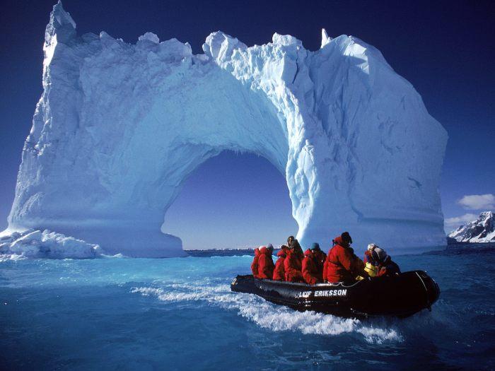 Айсберги Антарктики.