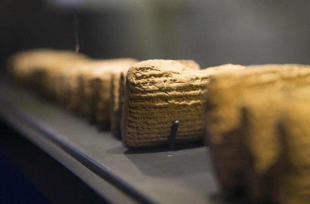 Древние таблички с оцени ценной исторической информацией.
