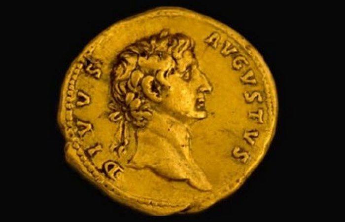 Монета Траяна-Августа «Август божественный».
