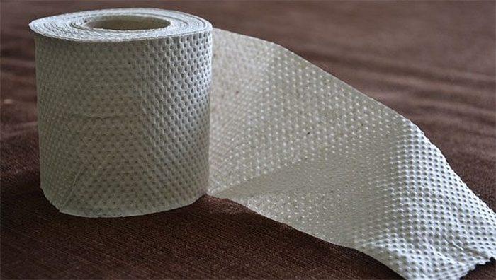 Необходимо иметь туалетную бумагу.