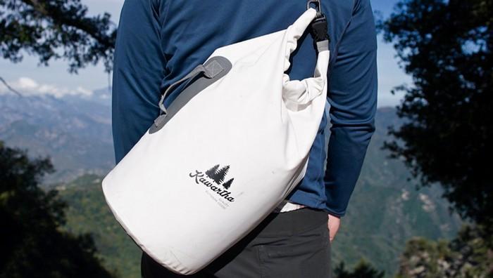 Необходимо иметь водонепроницаемый рюкзак (сумку).