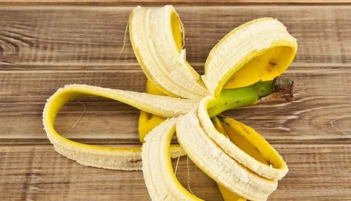 Банановая кожура поможет с избавлением от бородавок.