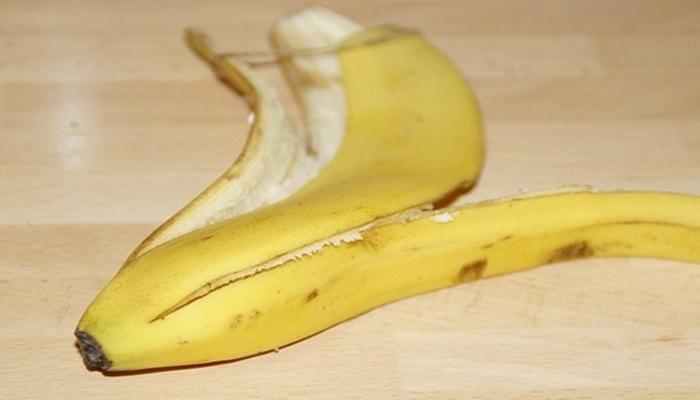 Банановая кожура поможет с очисткой чернил с кожи.