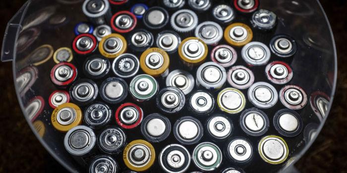 Варто класти батарейки в холодильник?