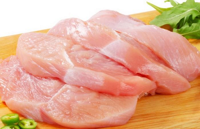Куриные грудки - питательно и диетически.