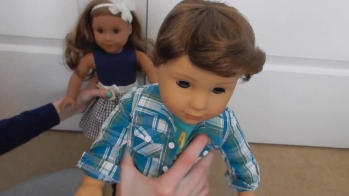 Сероглазый мальчик с каштановыми волосами.