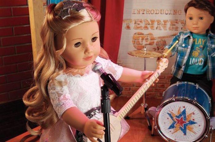 Мальчик-барабанщик Логан Эверетт и девушка-певицы Тенни.
