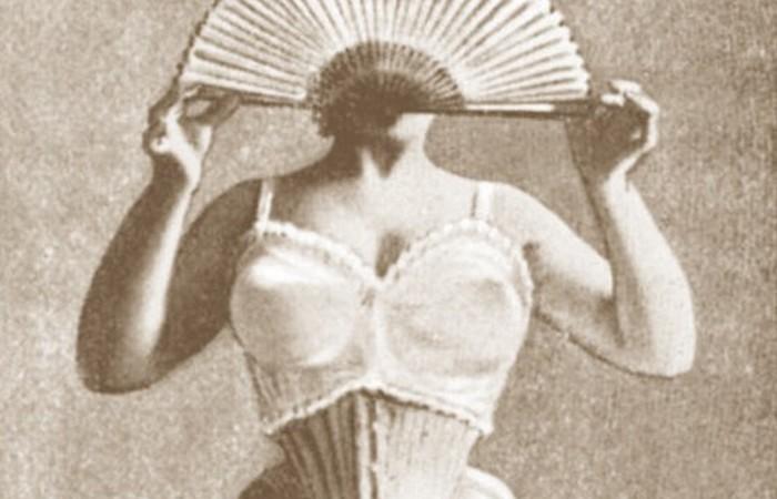 Первая мировая война сделала бюстгальтеры чрезвычайно популярными.