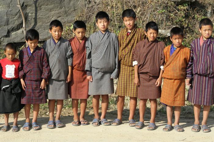 Бутанские школьники.
