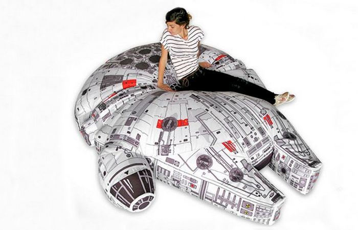 Кресло-мешок «Millennium Falcon».