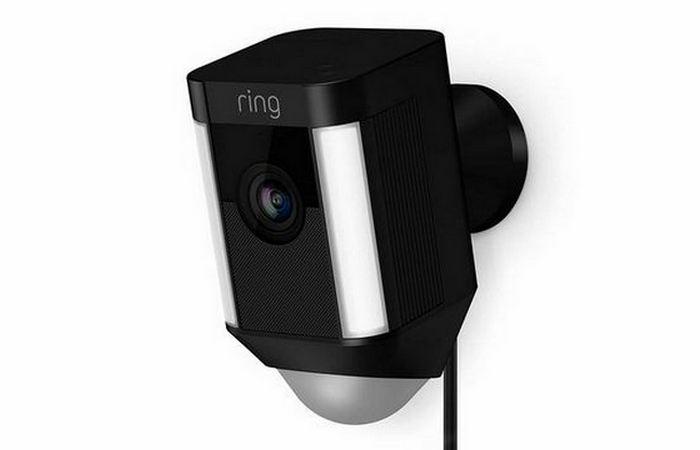 Охранная камера Ring Spotlight.