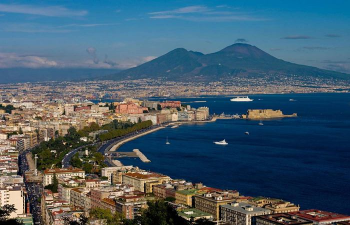 Неаполь - один из старейших городов в Европе.
