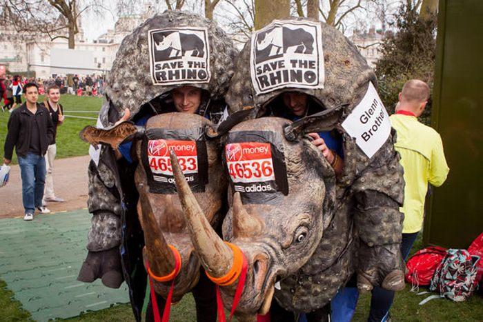 Марафонские костюмы носорогов для забегов по всему миру.