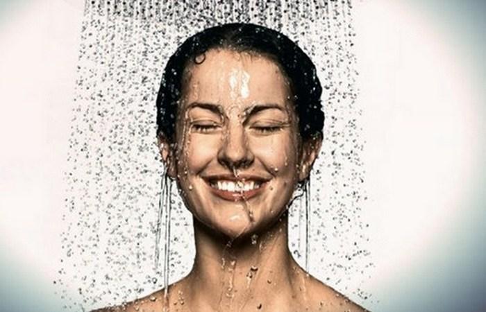 Холодный душ делает волосы и кожу более привлекательными.