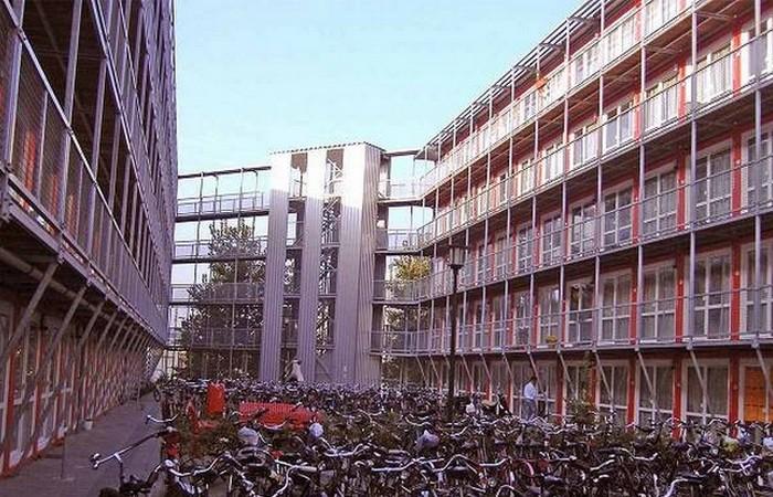 Комплекс зданий из контейнеров: «Keetwonen».