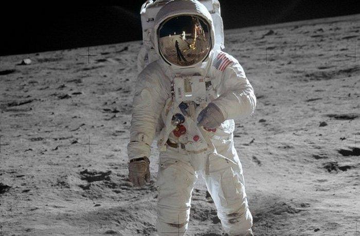 Записи с «Аполлон-11»