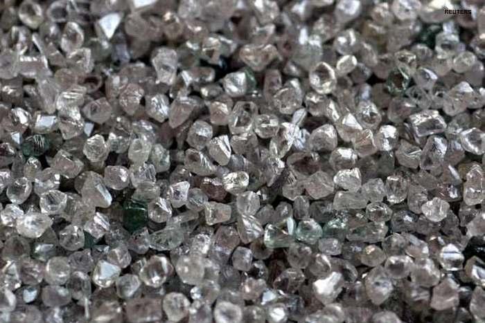Так выглядят необработанные алмазы.
