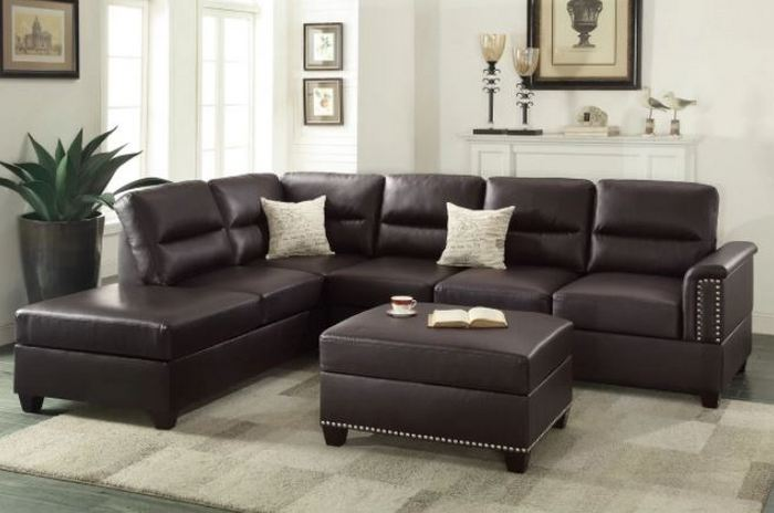 Большой диван для большой гостиной.