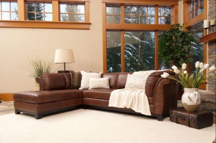 Современный стиль и модерн прошлого века сочетаются в модели Elements Fine Home Furnishings.