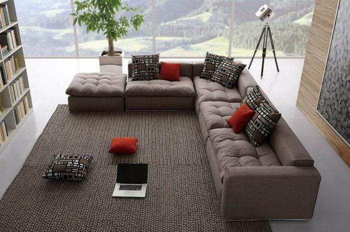 Главное - чтобы диван поместился в комнату.