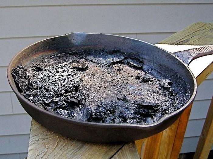 Пригоревшая сковорода.