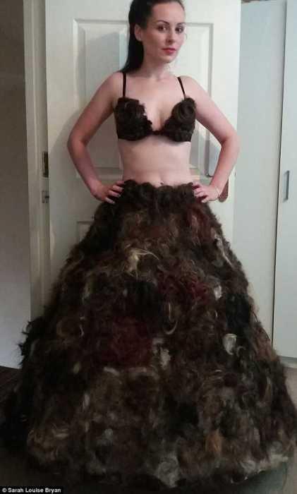Скандальное платье из лобковых волос.
