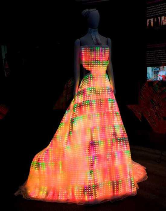 Платье из светодиодов.
