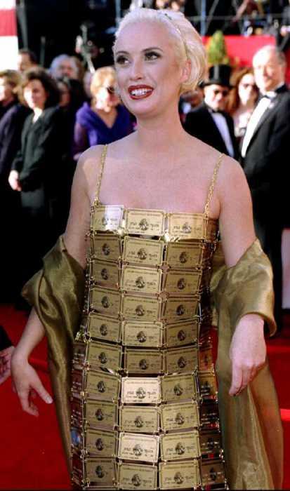 Платье из кредиток.