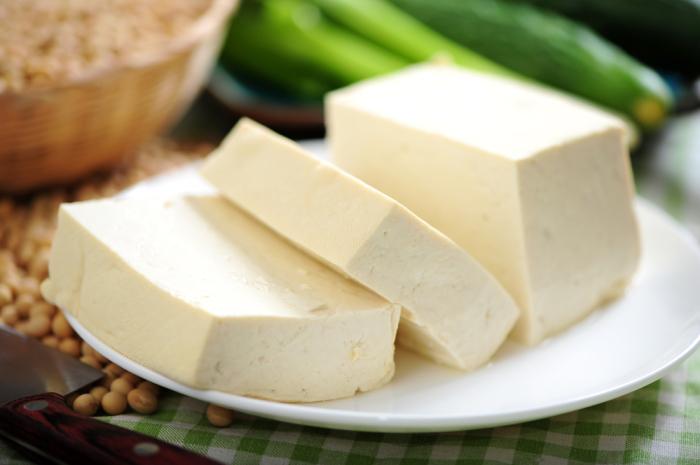 Тофу - популярный вегетарианский продукт.