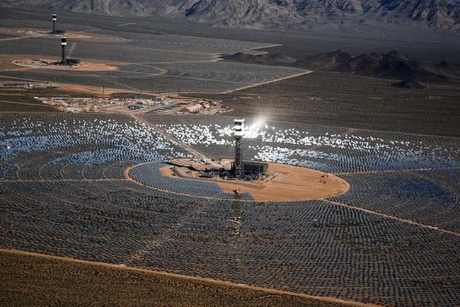 Электростанция в пустыне Мохаве.