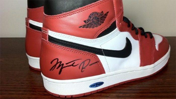 Nike Air Jordan 1 с автографом Майкла Джордана.
