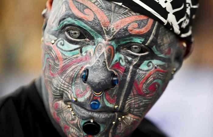 Необычная татуировка глаз.