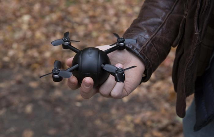Дрон Eyedea Pitta может летать 15 минут.