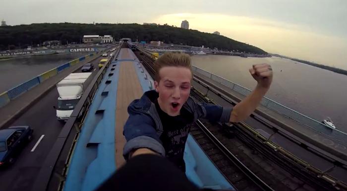 Борьба на крыше движущегося поезда