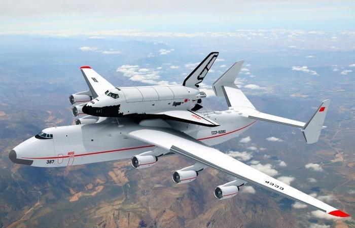 Ан-225 «Мрия» перевозит «Буран».