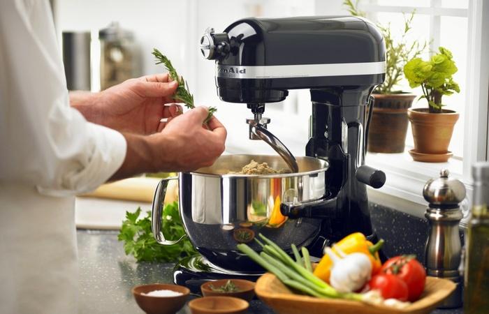 Кухонный комбайн - это просто, быстро и надежно.