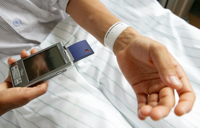Гостиничный сервис: RFID идентификация клиента.