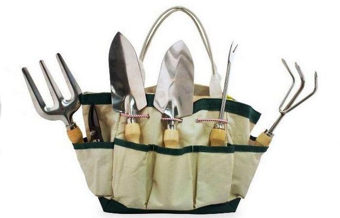 Набор из шести предметов и чехла для садовода.