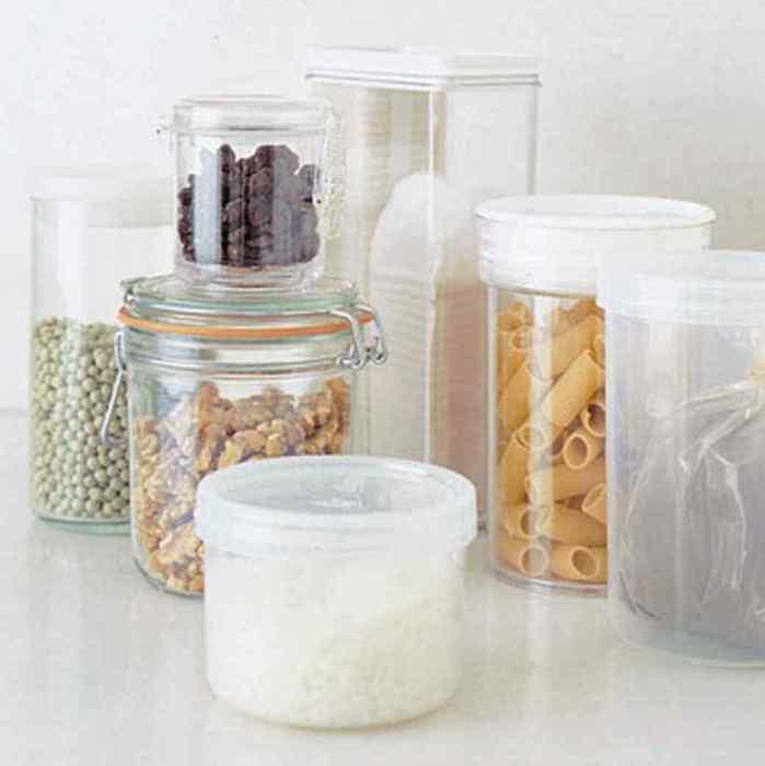 Прозрачные контейнеры - оригинальный декор для кухни.