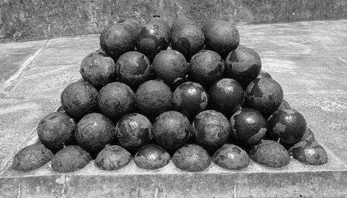 Пушечный залп: снаряд «раскаленное ядро».