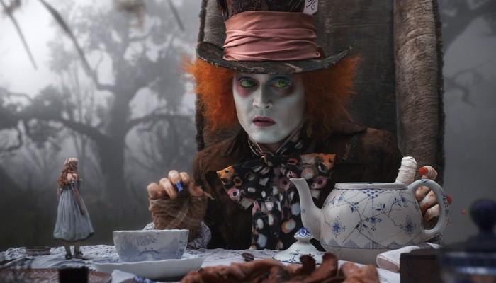Интересный факт о галлюцинациях: «синдром Алисы в стране чудес».