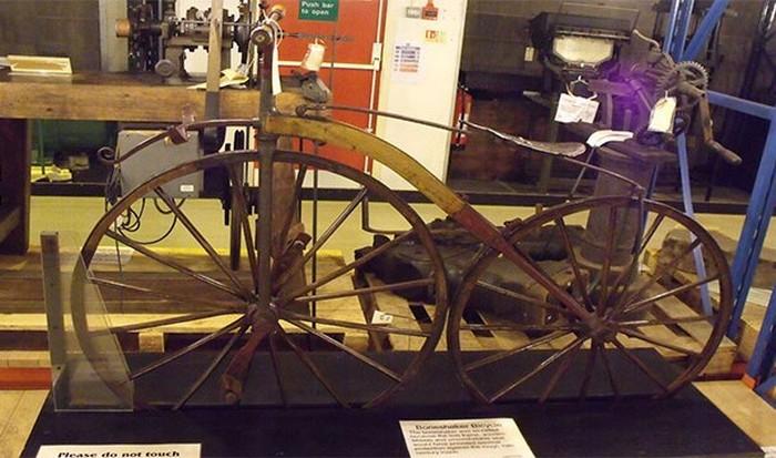 Один из первых велосипедов.