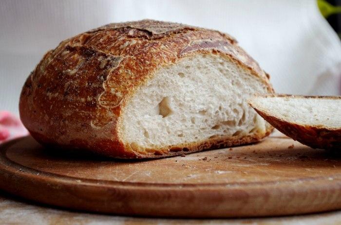 Хрустящая хлебная корочка.