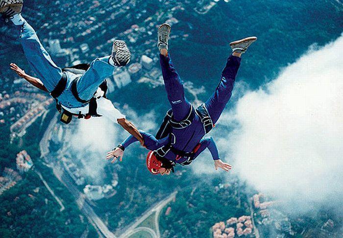Прыжки с парашютом.