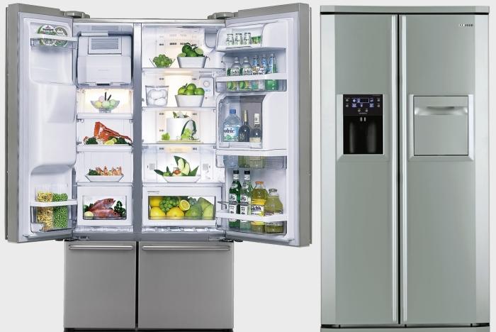 Холодильник с распашными дверями.