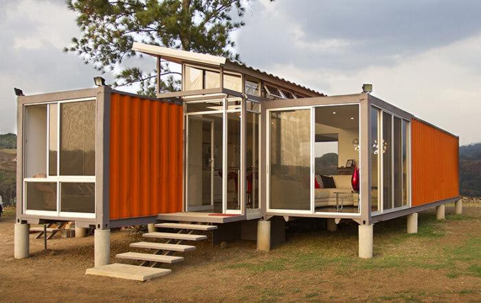 Ещё один вариант дома из морских контейнеров.